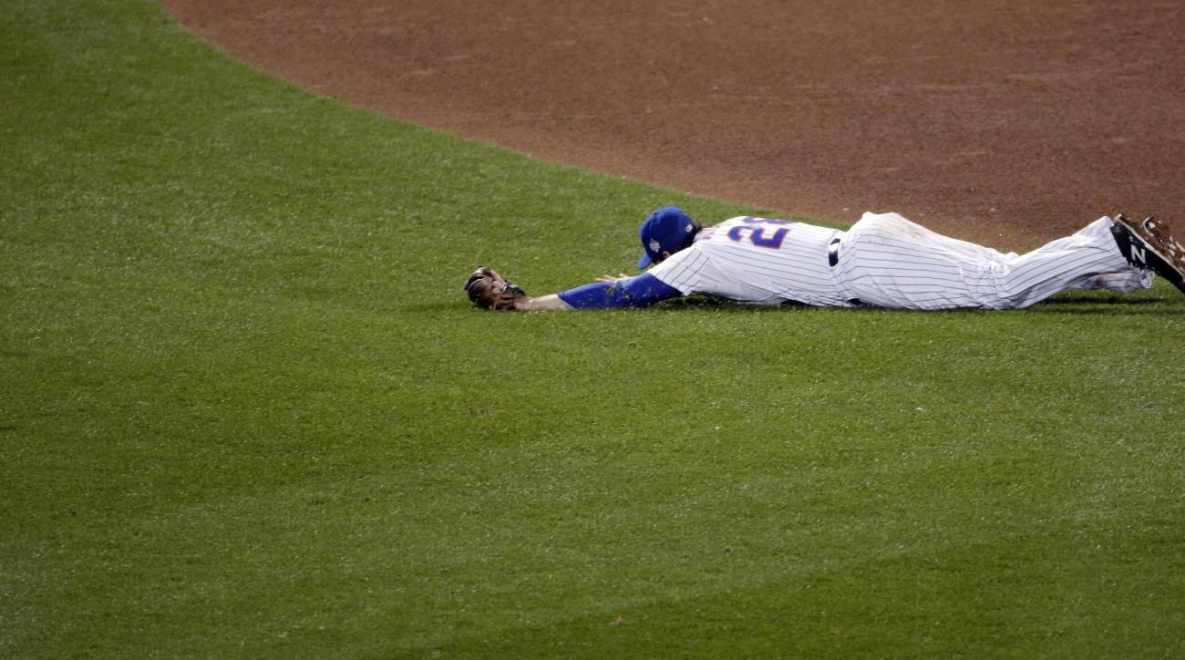 New York Mets' Daniel Murphy reacts after missing a ball hit by Kansas City Royals' Mike Moustakas during the eighth inning of Game 4 of the Major League Baseball World Series Saturday, Oct. 31, 2015, in New York. (AP Photo/Charlie Riedel)