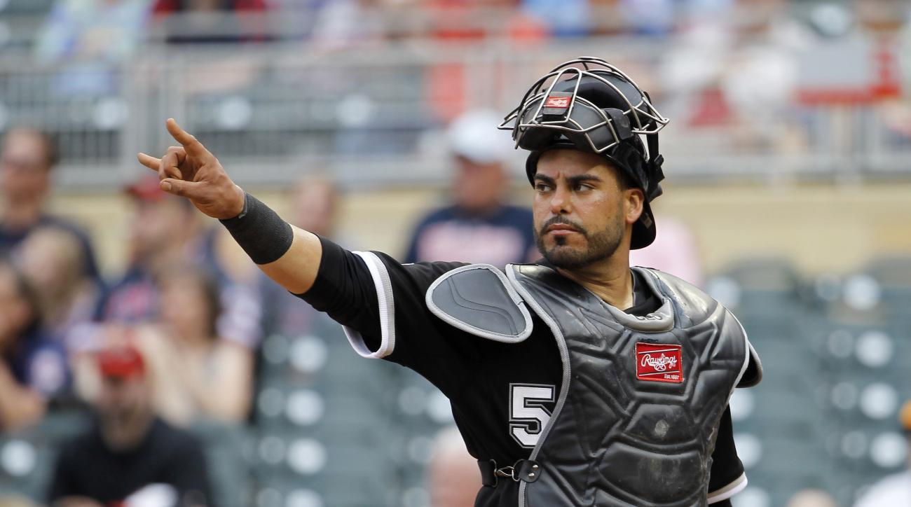 FILE - In this Sunday, May 3, 2015 file photo, Chicago White Sox catcher Geovany Soto gestures to the pitcher during the eighth inning a baseball game against the Minnesota Twins in Minneapolis. Free-agent catcher Geovany Soto and the Los Angeles Angels h