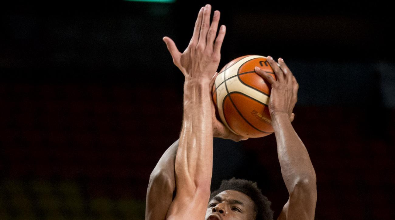 Canada's Andrew Wiggins, right, goes for a shot over Argentina's Marcos Delia during a FIBA Americas Championship basketball game in Mexico City, Tuesday, Sep. 1, 2015. (AP Photo/Eduardo Verdugo)