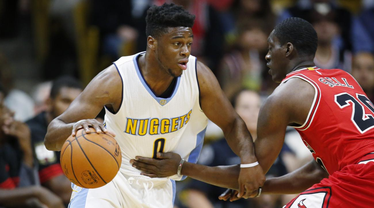 Denver Nuggets guard Emmanuel Mudiay, left, works the ball inside for a shot past Chicago Bulls forward Tony Snell in the first half of an NBA preseason basketball game Thursday, Oct. 8, 2015, in Boulder, Colo. (AP Photo/David Zalubowski)