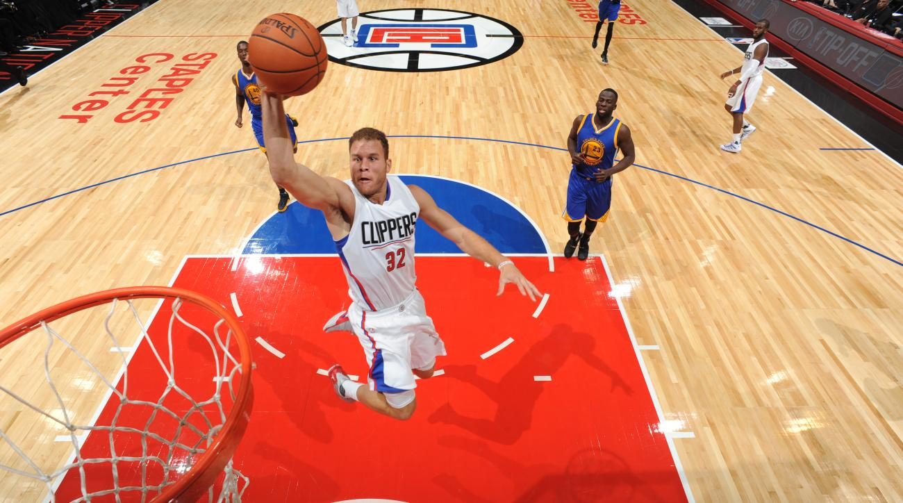 LOS ANGELES, CA - OCTOBER 20:  Blake Griffin #32 of the Los Angeles Clippers goes to the basket against the Golden State Warriors on October 20, 2015 at STAPLES Center in Los Angeles, California. (Photo by Andrew D. Bernstein/NBAE via Getty Images)