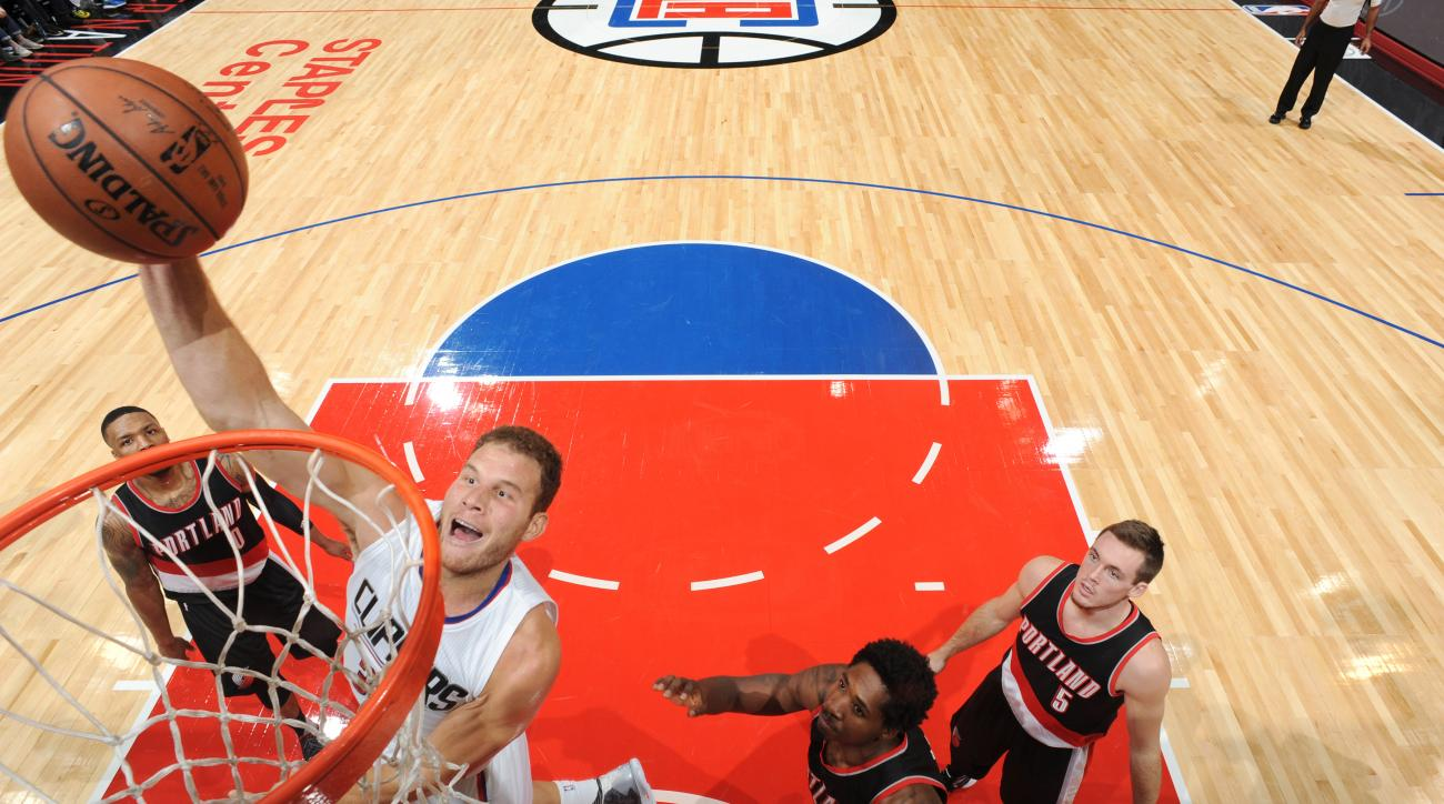 LOS ANGELES, CA - OCTOBER 22:   Blake Griffin #32 of the Los Angeles Clippers shoots the ball against the Portland Trail Blazers during a preseason game on October 22, 2015 at STAPLES Center in Los Angeles, California. (Photo by Andrew D. Bernstein/NBAE v