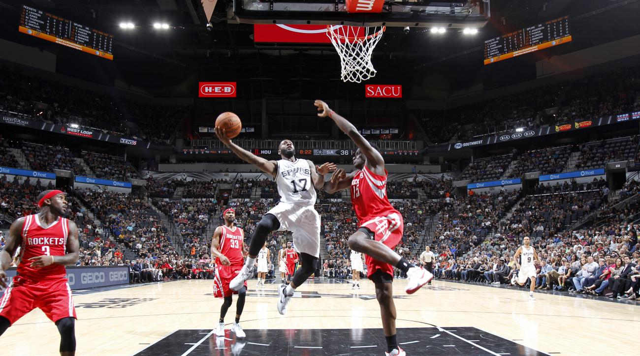 SAN ANTONIO, TX - OCTOBER 23:  Jonathon Simmons #17 of the San Antonio Spurs goes to the basket against the Houston Rockets on October 23, 2015 at the AT&T Center in San Antonio, Texas.