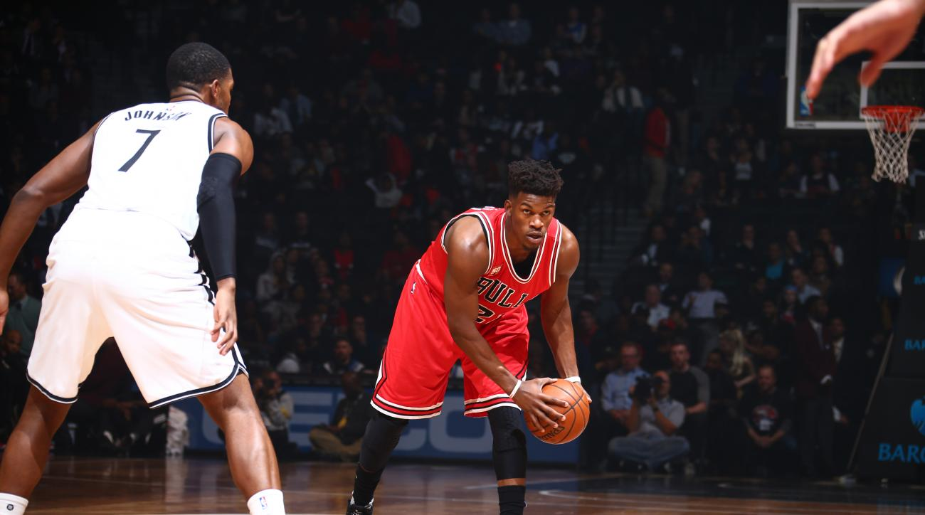 BROOKLYN, NY - OCTOBER 28:  Jimmy Butler #21 of the Chicago Bulls handles the ball against the Brooklyn Nets on October 28, 2015 at Barclays Center in Brooklyn, New York. (Photo by Nathaniel S. Butler/NBAE via Getty Images)