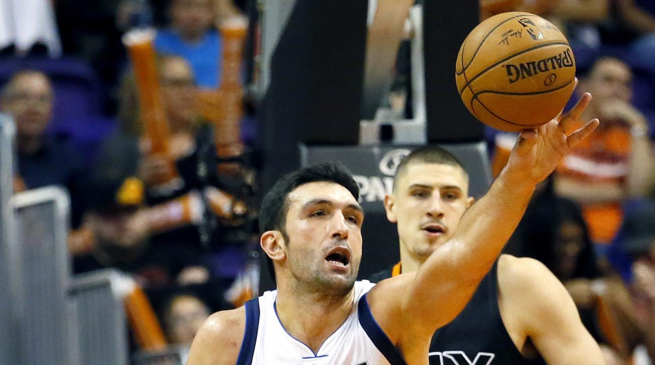 Dallas Mavericks' Zaza Pachulia (27), of Georgia, battles Phoenix Suns' John Jenkins (12) and Alex Len during the second half of an NBA basketball game, Wednesday, Oct. 28, 2015, in Phoenix. (AP Photo/Matt York)