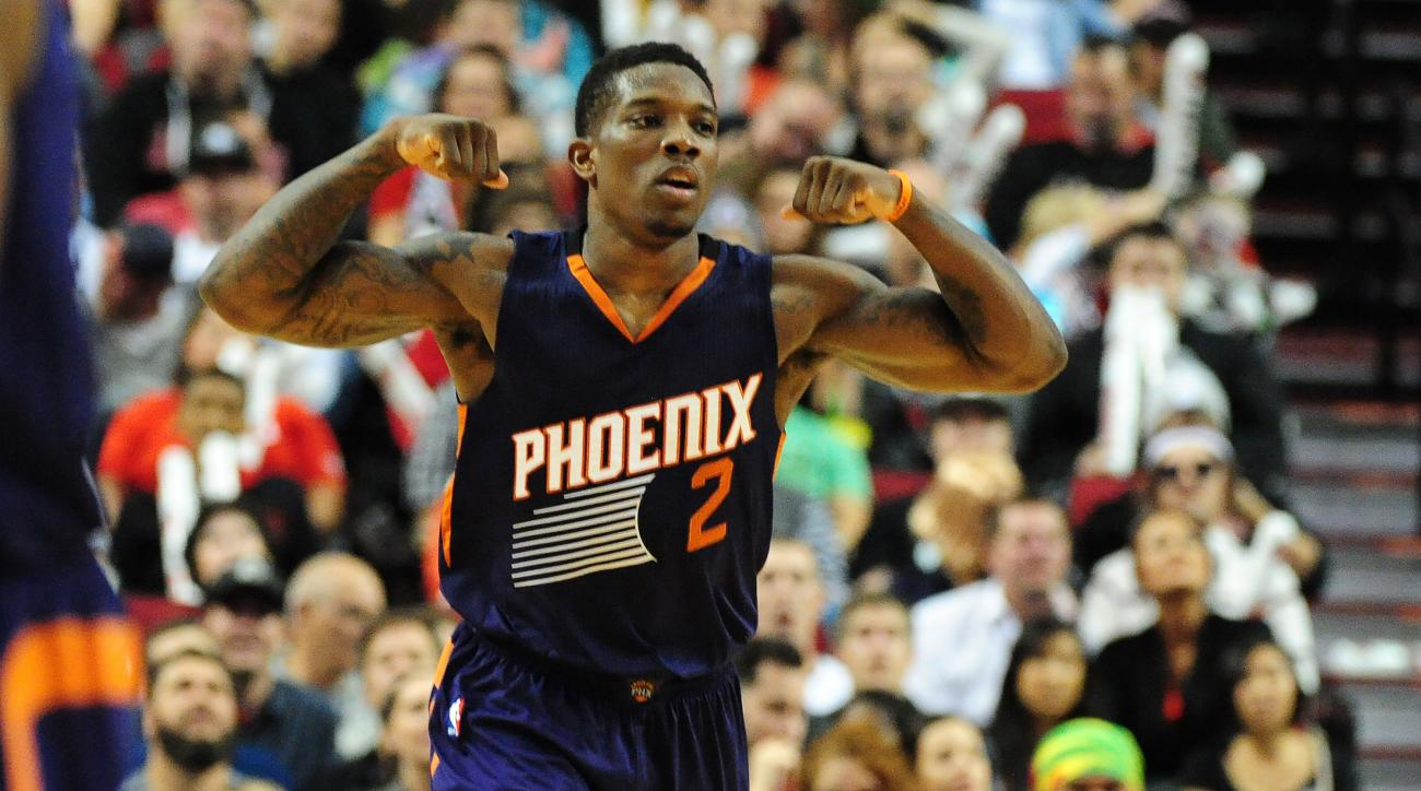 Phoenix Suns guard Eric Bledsoe (2) celebrates after hitting a shot during the fourth quarter of an NBA basketball game against the Portland Trail Blazers in Portland, Ore., Saturday, Oct. 31, 2015. The Suns won the game 101-90. (AP Photo/Steve Dykes)