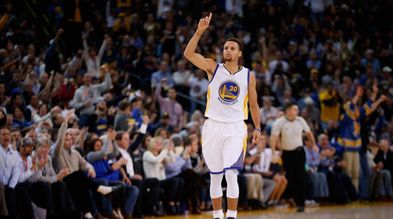 OAKLAND, CA - NOVEMBER 04:  Stephen Curry #30 of the Golden State Warriors reacts after making a three-point basket against the Los Angeles Clippers at ORACLE Arena on November 4, 2015 in Oakland, California. (Photo by Ezra Shaw/Getty Images)