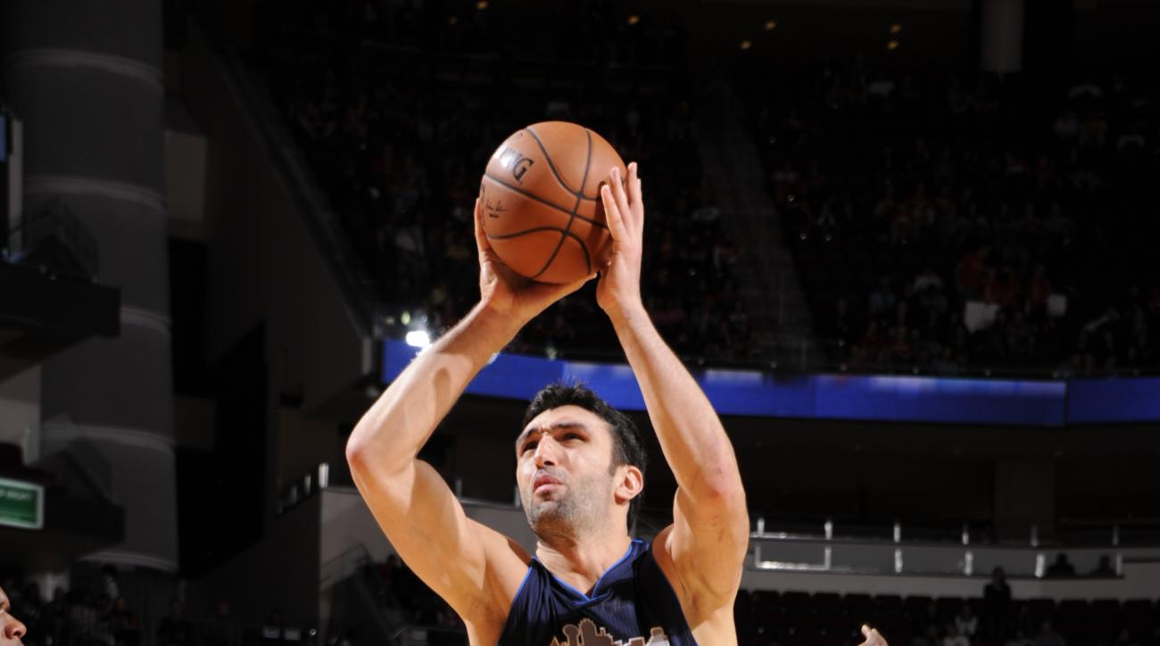 HOUSTON, TX - NOVEMBER 14:  Zaza Pachulia #27 of the Dallas Mavericks goes to the basket against the Houston Rockets on November 14, 2015 at the Toyota Center in Houston, Texas. (Photo by Bill Baptist/NBAE via Getty Images)