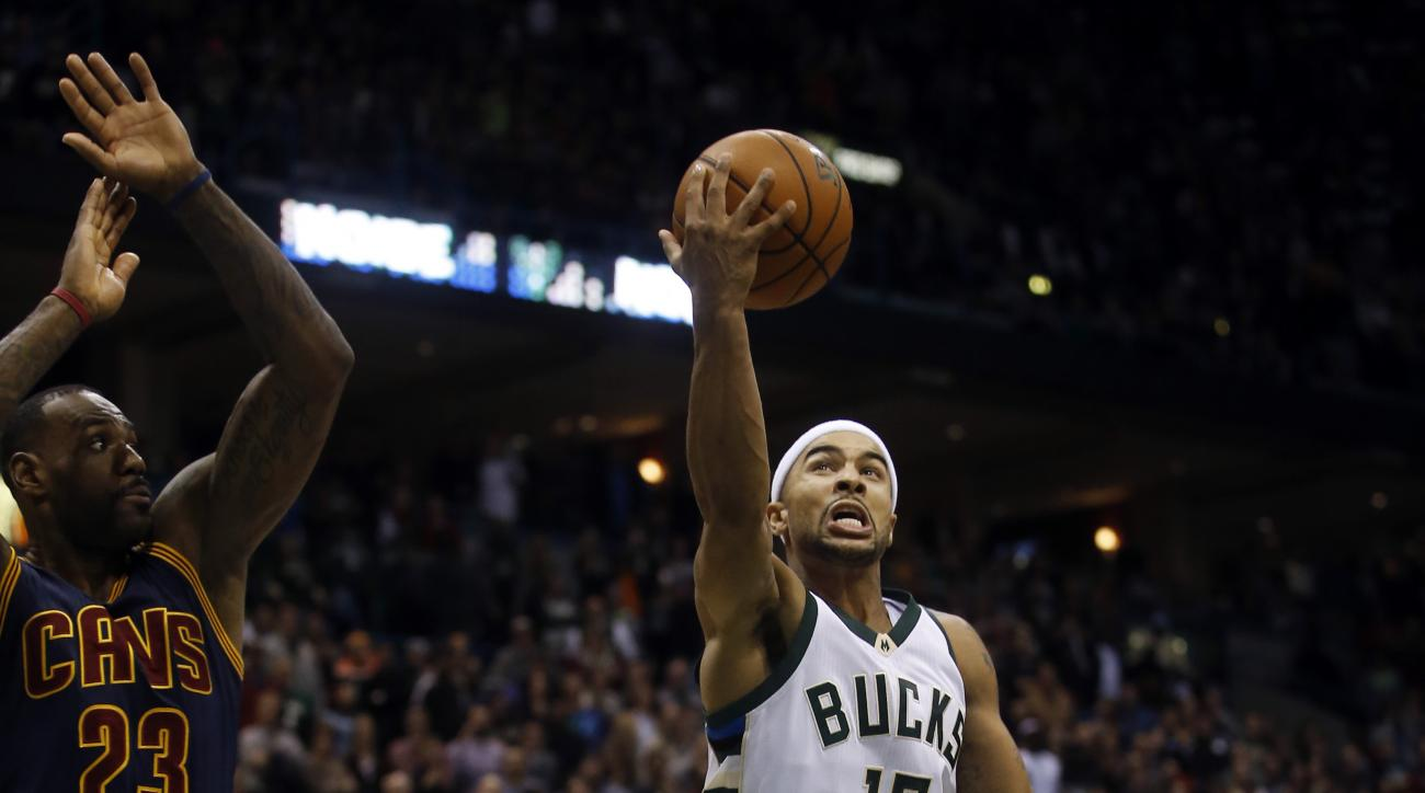 Milwaukee Bucks' Jerryd Bayless shoots against Cleveland Cavaliers' LeBron James during overtime of an NBA basketball game Saturday, Nov. 14, 2015, in Milwaukee. The Bucks won 108-105 in double overtime. (AP Photo/Morry Gash)
