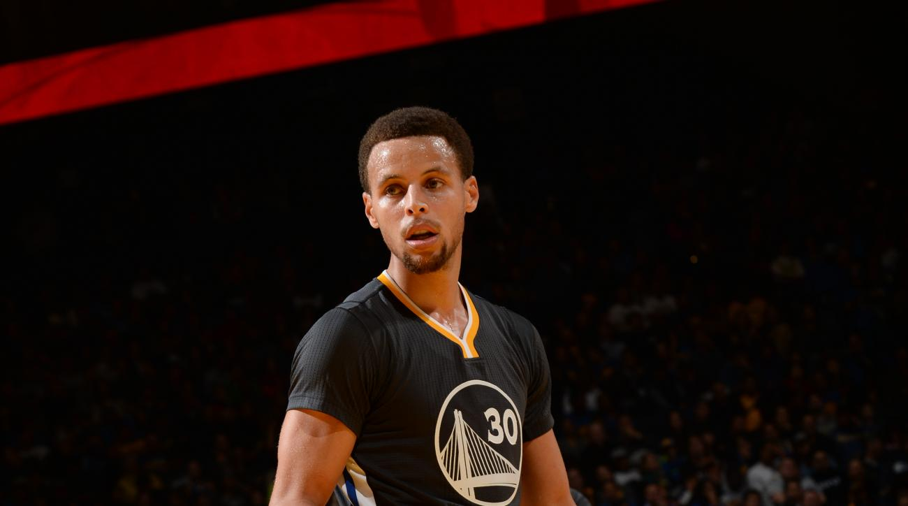 OAKLAND, CA - NOVEMBER 14:  Stephen Curry #30 of the Golden State Warriors during the game against the Brooklyn Nets on November 14, 2015 at Oracle Arena in Oakland, California. (Photo by Noah Graham/NBAE via Getty Images)