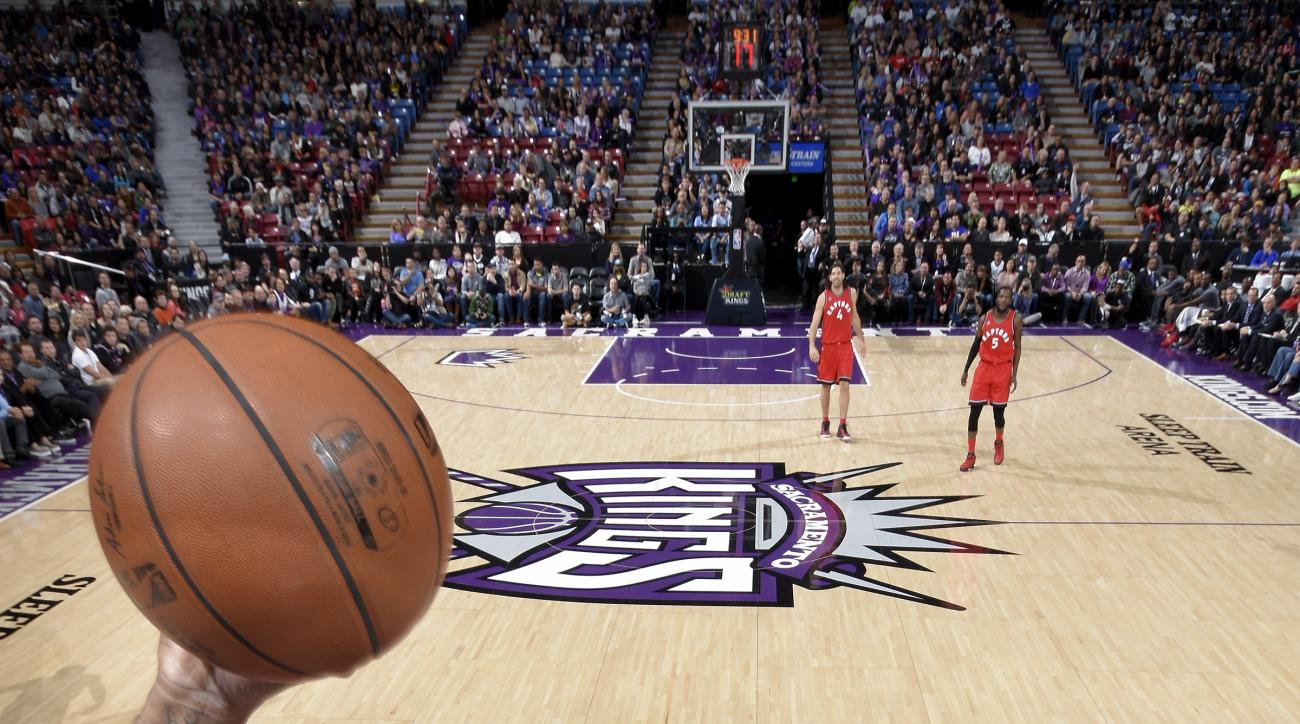 SACRAMENTO, CA - NOVEMBER 15:  DeMarcus Cousins #15 of the Sacramento Kings shoots the ball against the Toronto Raptors at Sleep Train Arena on November 15, 2015 in Sacramento, California. (Photo by Rocky Widner/NBAE via Getty Images)