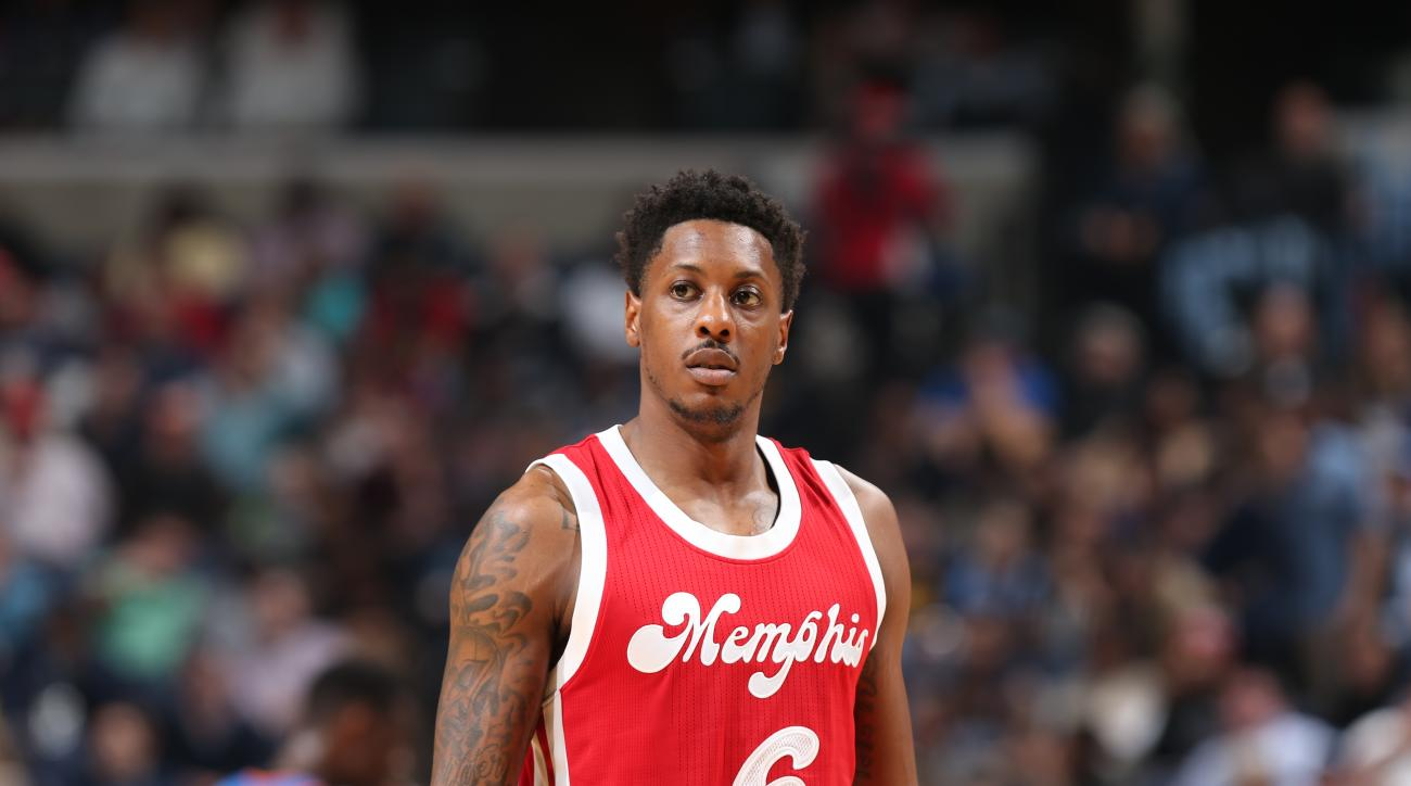 MEMPHIS, TN - NOVEMBER 16: Mario Chalmers #6 of the Memphis Grizzlies is seen during the game against the Oklahoma City Thunder on November 16, 2015 at FedExForum in Memphis, Tennessee. (Photo by Joe Murphy/NBAE via Getty Images)