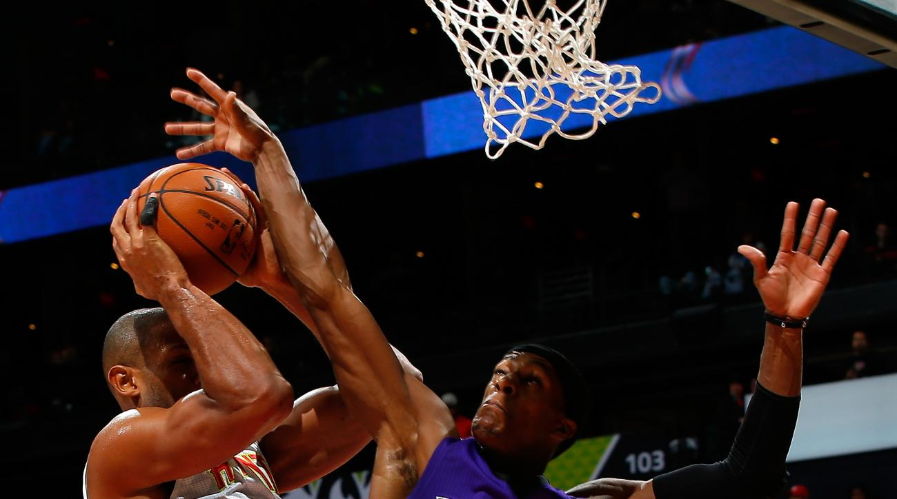 ATLANTA, GA - NOVEMBER 18:  Rajon Rondo #9 of the Sacramento Kings defends against Al Horford #15 of the Atlanta Hawks at Philips Arena on November 18, 2015 in Atlanta, Georgia.  NOTE TO USER User expressly acknowledges and agrees that, by downloading and