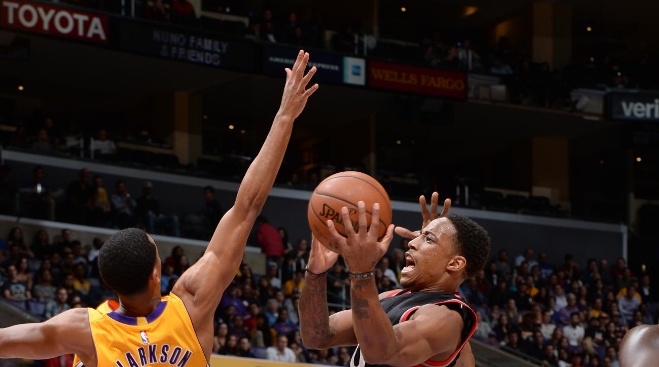 LOS ANGELES, CA - NOVEMBER 20:  DeMar DeRozan #10 of the Toronto Raptors shoots the ball against the Los Angeles Lakers on November 20, 2015 at STAPLES Center in Los Angeles, California. (Photo by Andrew D. Bernstein/NBAE via Getty Images)