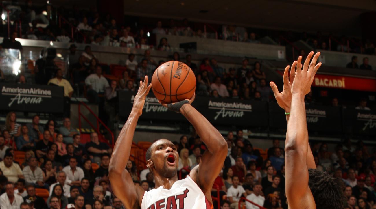 MIAMI, FL - NOVEMBER 21:  Chris Bosh #1 of the Miami Heat shoots against the Philadelphia 76ers on November 21, 2015 at AmericanAirlines Arena in Miami, Florida. (Photo by Oscar Baldizon/NBAE via Getty Images)