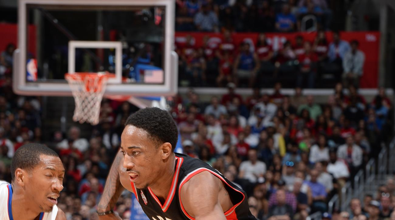 LOS ANGELES, CA - NOVEMBER 22:  DeMar DeRozan #10 of the Toronto Raptors handles the ball against the Los Angeles Clippers on November 22, 2015 at STAPLES Center in Los Angeles, California. (Photo by Andrew D. Bernstein/NBAE via Getty Images)
