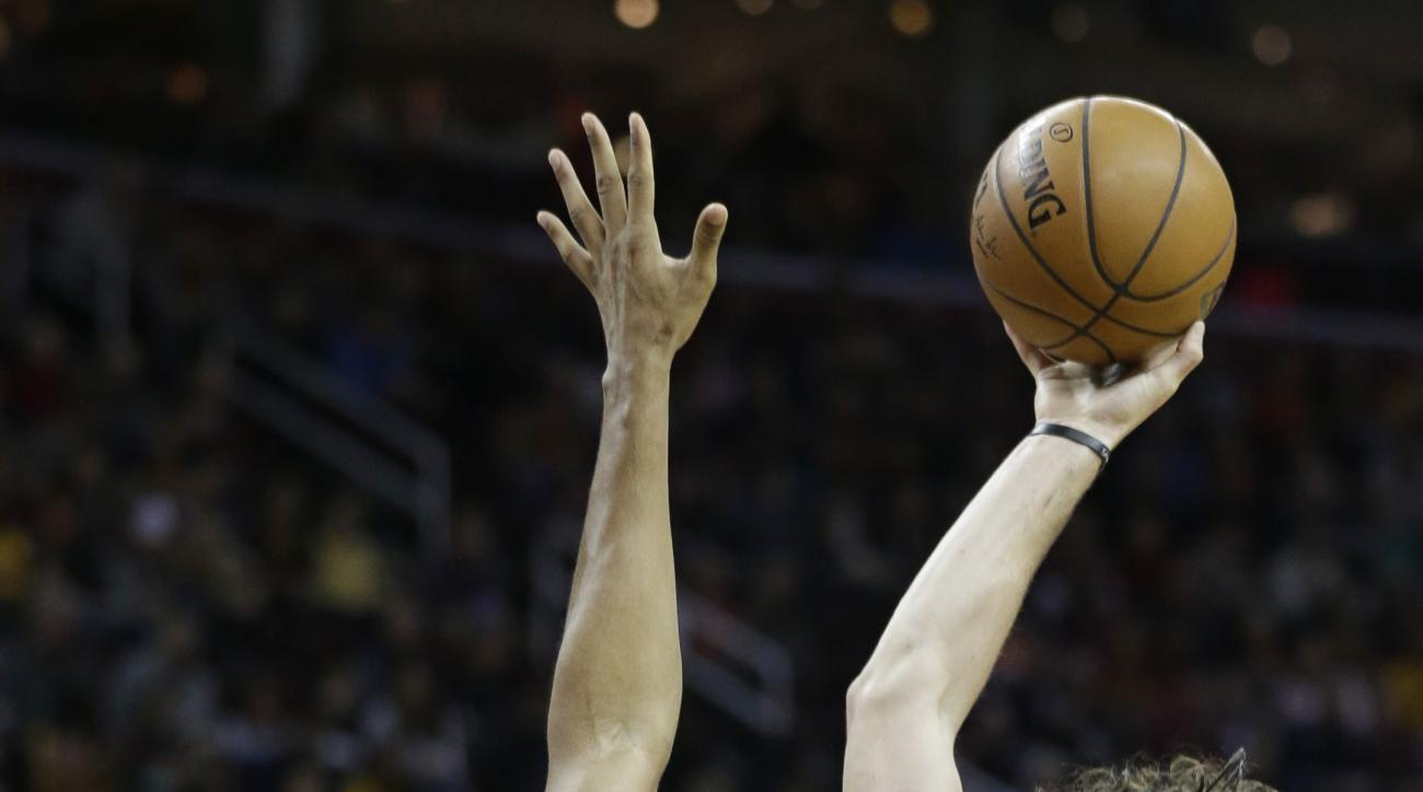 Cleveland Cavaliers' Kevin Love, right, shoots over Orlando Magic's Tobias Harris in the first half of an NBA basketball game Monday, Nov. 23, 2015, in Cleveland. (AP Photo/Tony Dejak)