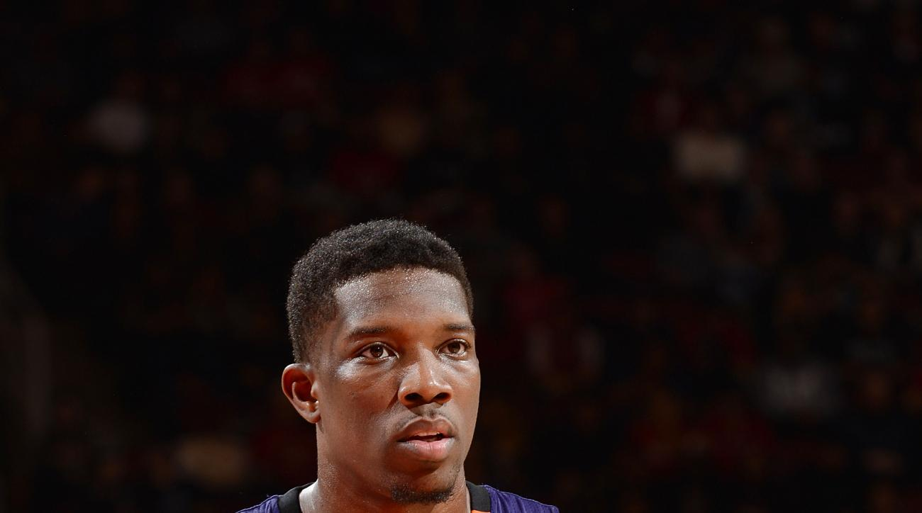 TORONTO, CANADA - NOVEMBER 29: Eric Bledsoe #2 of the Phoenix Suns looks on during the game against the Toronto Raptors on November 29, 2015 at the Air Canada Centre in Toronto, Ontario, Canada.  (Photo by Ron Turenne/NBAE via Getty Images)