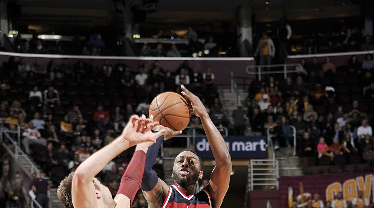 CLEVELAND, OH - DECEMBER 1:  John Wall #2 of the Washington Wizards shoots the ball against the Cleveland Cavaliers on December 1, 2015 at Quicken Loans Arena in Cleveland, Ohio. (Photo by David Liam Kyle/NBAE via Getty Images)