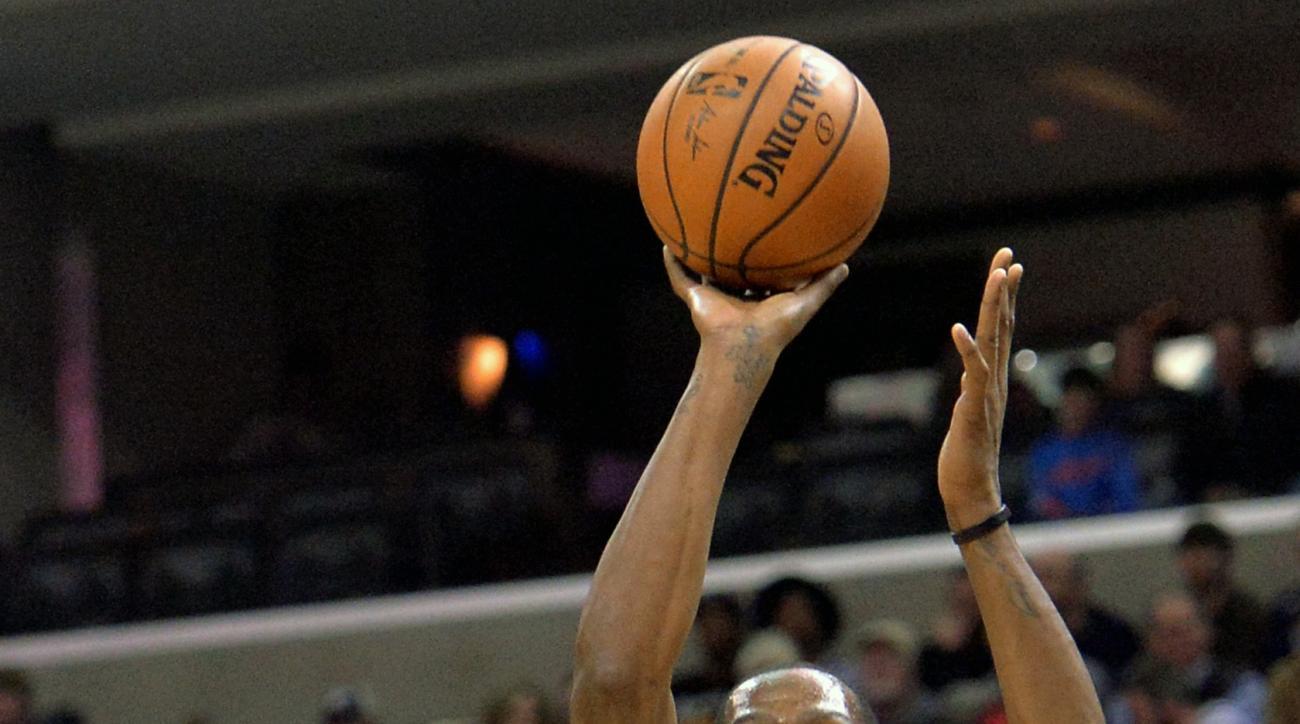 Oklahoma City Thunder forward Kevin Durant (35) shoots against Memphis Grizzlies guard Mike Conley (11) in the first half of an NBA basketball game Tuesday, Dec. 8, 2015, in Memphis, Tenn. (AP Photo/Brandon Dill)