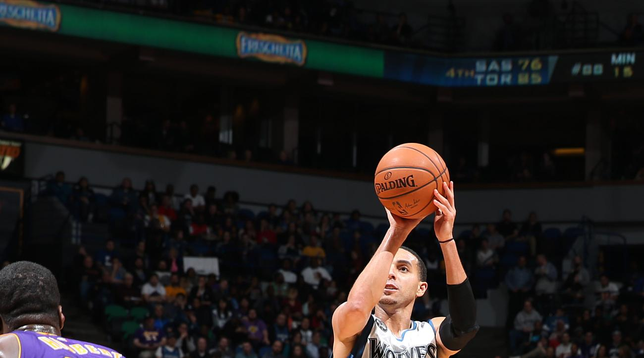 MINNEAPOLIS, MN -  DECEMBER 9: Kevin Martin #23 of the Minnesota Timberwolves shoots the ball during the game against the Los Angeles Lakers on December 9, 2015 at Target Center in Minneapolis, Minnesota. (Photo by David Sherman/NBAE via Getty Images)