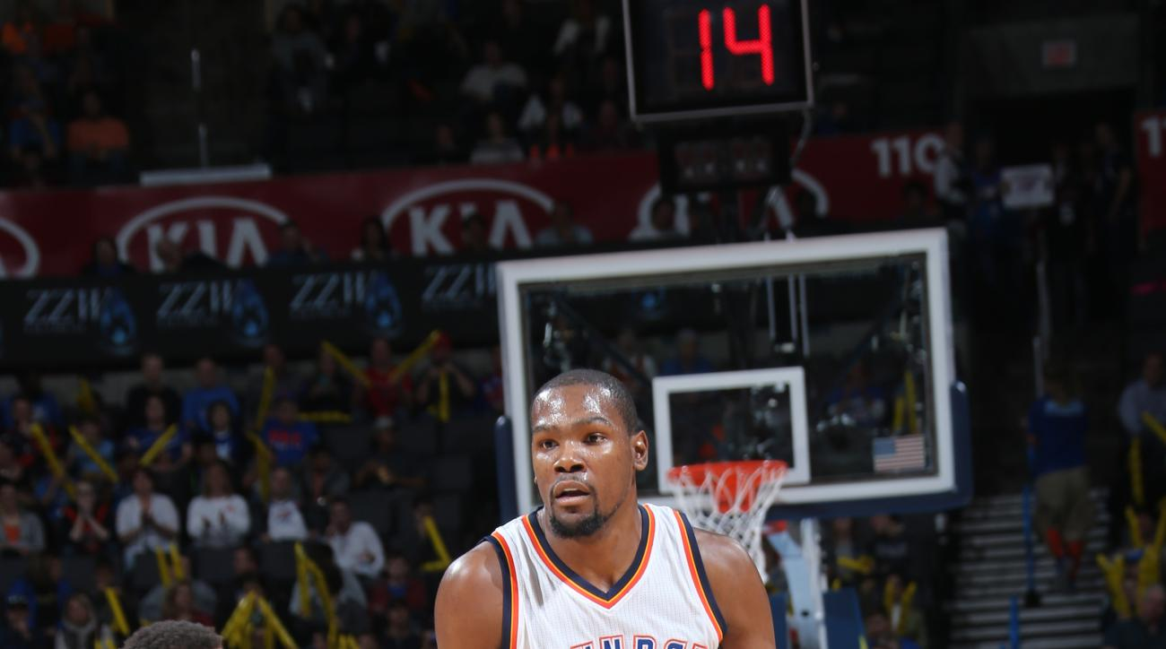 OKLAHOMA CITY, OK- DECEMBER 10: Kevin Durant #35 of the Oklahoma City Thunder handles the ball against the Atlanta Hawks on December 10, 2015 at Chesapeake Energy Arena in Oklahoma City, Oklahoma. (Photo by Layne Murdoch/NBAE via Getty Images)