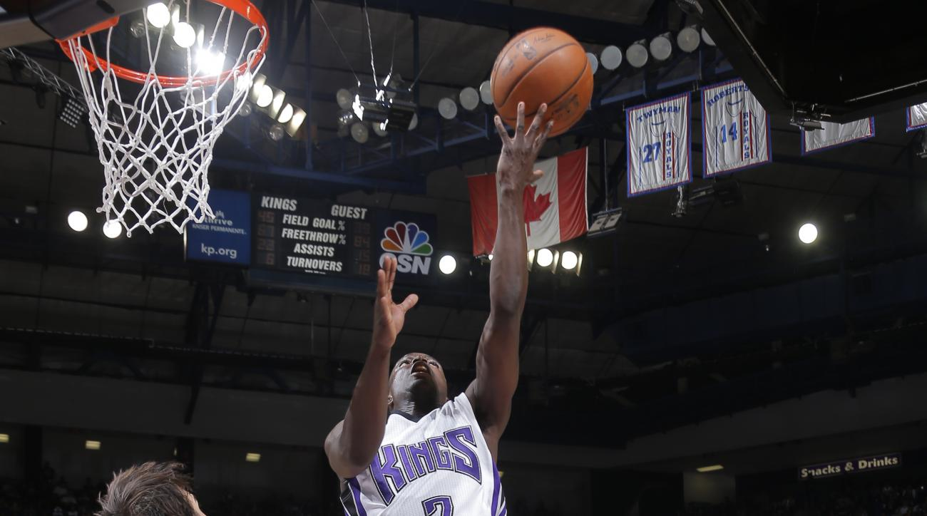 SACRAMENTO, CA - DECEMBER 10:  Darren Collison #7 of the Sacramento Kings shoots the ball against the New York Knicks on December 10, 2015 at Sleep Train Arena in Sacramento, California. (Photo by Rocky Widner/NBAE via Getty Images)