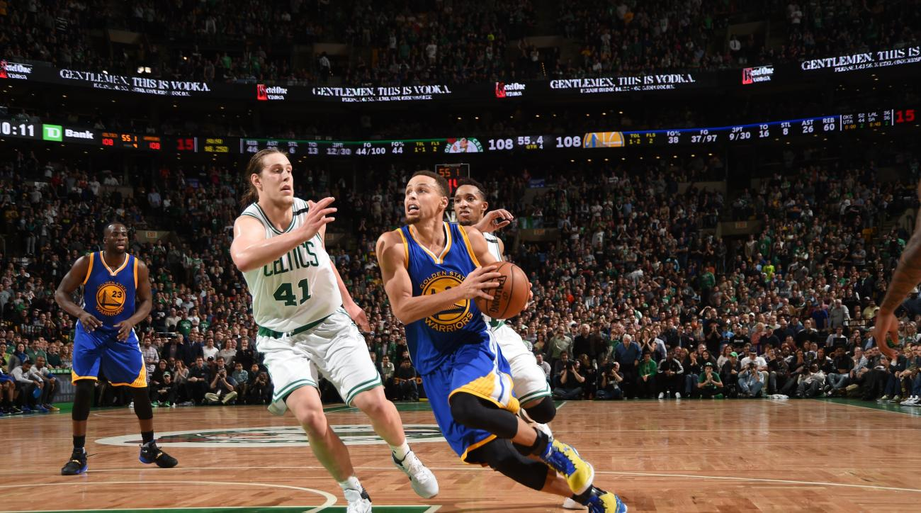BOSTON, MA - DECEMBER 11:  Stephen Curry #30 of the Golden State Warriors drives to the basket against the Boston Celtics on December 11, 2015 at the TD Garden in Boston, Massachusetts.  (Photo by Brian Babineau/NBAE via Getty Images)