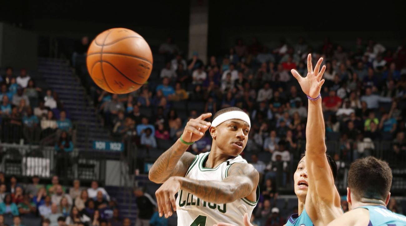 CHARLOTTE, NC - DECEMBER 12:  Isaiah Thomas #4 of the Boston Celtics makes a no look pass against the Charlotte Hornets during the game at the Time Warner Cable Arena on December 12, 2015 in Charlotte, North Carolina. (Photo by Brock Williams-Smith/NBAE v