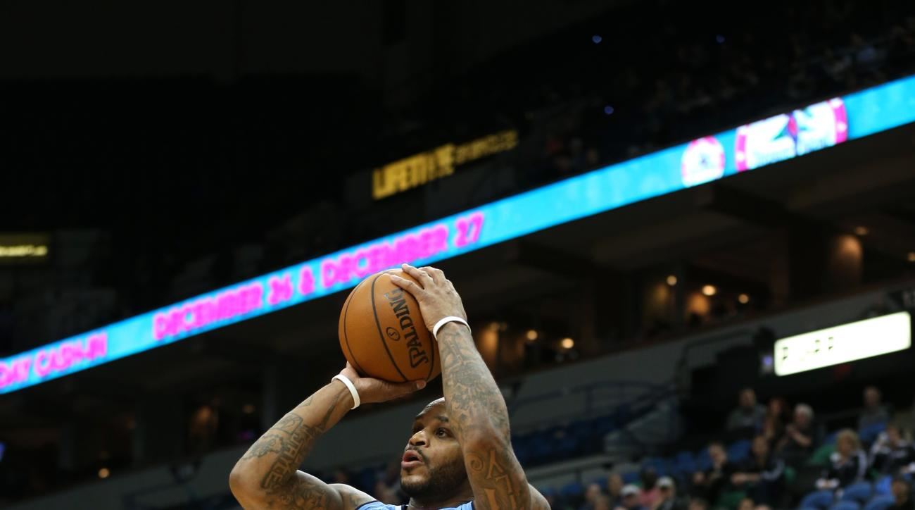 MINNEAPOLIS, MN -  DECEMBER 15:  Jameer Nelson #1 of the Denver Nuggets shoots against the Minnesota Timberwolves on December 15, 2015 at Target Center in Minneapolis, Minnesota. (Photo by Jordan Johnson/NBAE via Getty Images)