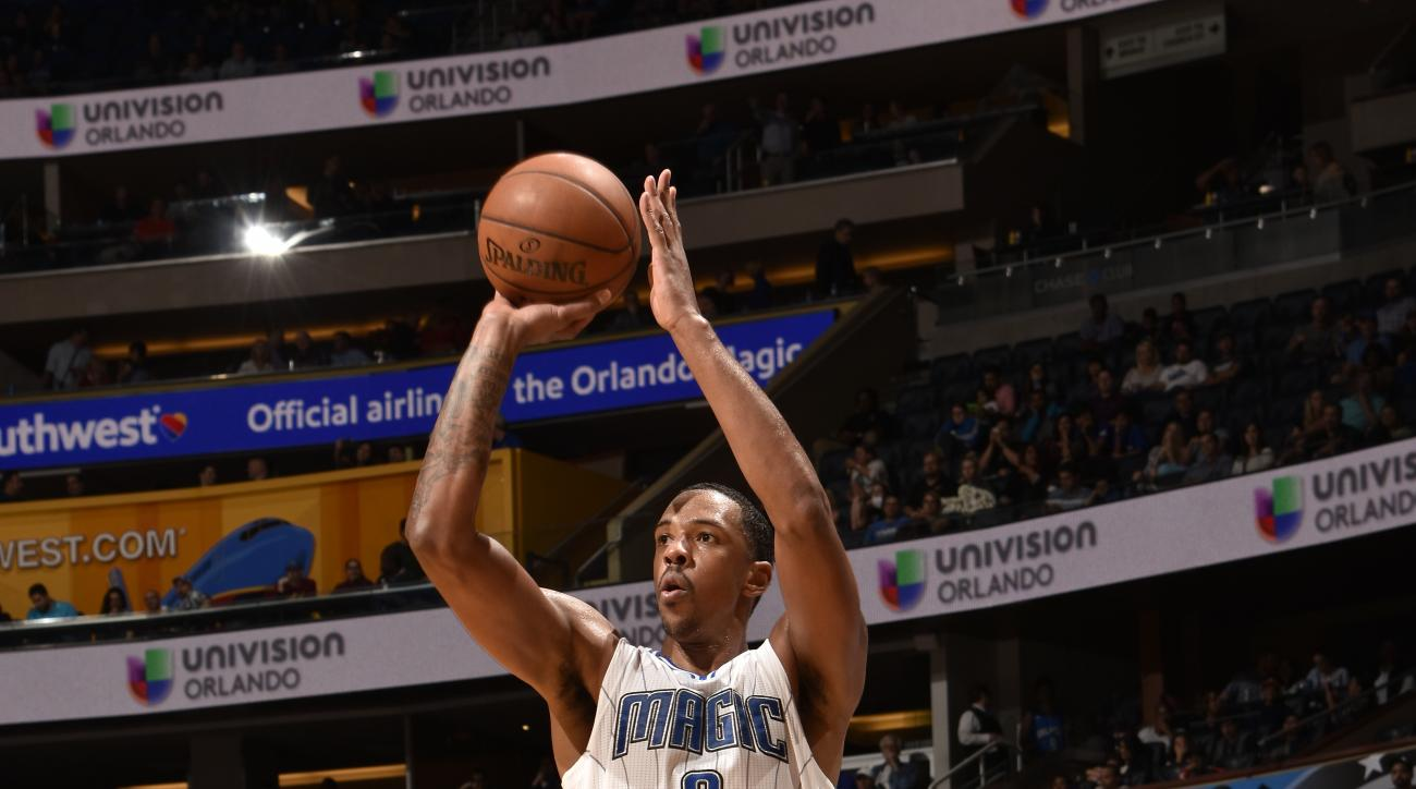 ORLANDO, FL - DECEMBER 16:  Channing Frye #8 of the Orlando Magic shoots against the Charlotte Hornets on December 16, 2015 at Amway Center in Orlando, Florida. (Photo by Fernando Medina/NBAE via Getty Images)