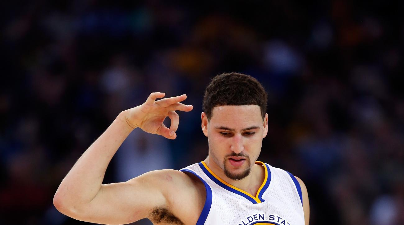 OAKLAND, CA - DECEMBER 16:  Klay Thompson #11 of the Golden State Warriors reacts after making a three-point basket against the Phoenix Suns at ORACLE Arena on December 16, 2015 in Oakland, California.  (Photo by Ezra Shaw/Getty Images)