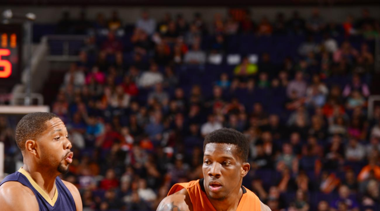 PHOENIX, AZ - DECEMBER 18:  Eric Bledsoe #2 of the Phoenix Suns handles the ball against Eric Gordon #10 of the New Orleans Pelicans on December 18, 2015 at Talking Stick Resort Arena in Phoenix, Arizona. (Photo by Barry Gossage/NBAE via Getty Images)