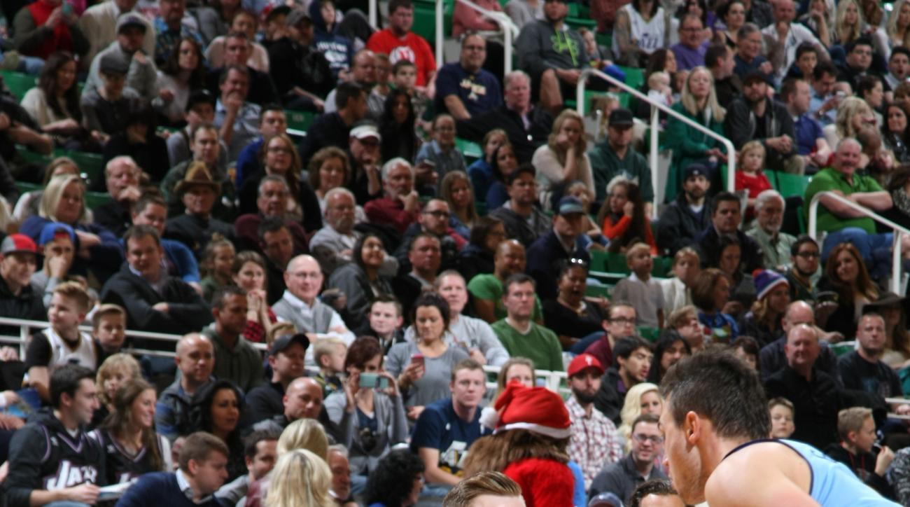 SALT LAKE CITY, UT - DECEMBER 18:  Gordon Hayward #20 of the Utah Jazz drives to the basket against the Denver Nuggets on December 18, 2015 at Vivint Smart Home Arena in Salt Lake City, Utah. (Photo by Melissa Majchrzak/NBAE via Getty Images)