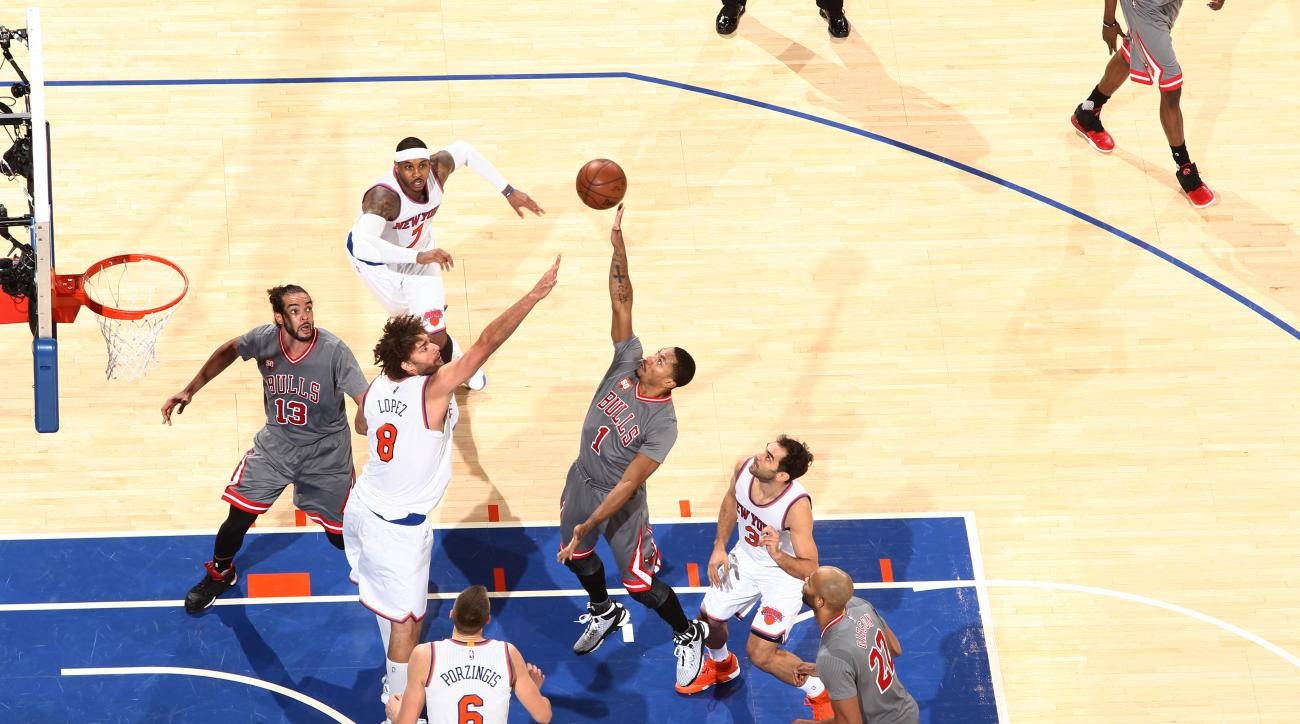 NEW YORK, NY - DECEMBER 19: Derrick Rose #1 of the Chicago Bulls shoots against the New York Knicks during the game on December 19, 2015 at Madison Square Garden in New York, New York. (Photo by Nathaniel S. Butler/NBAE via Getty Images)