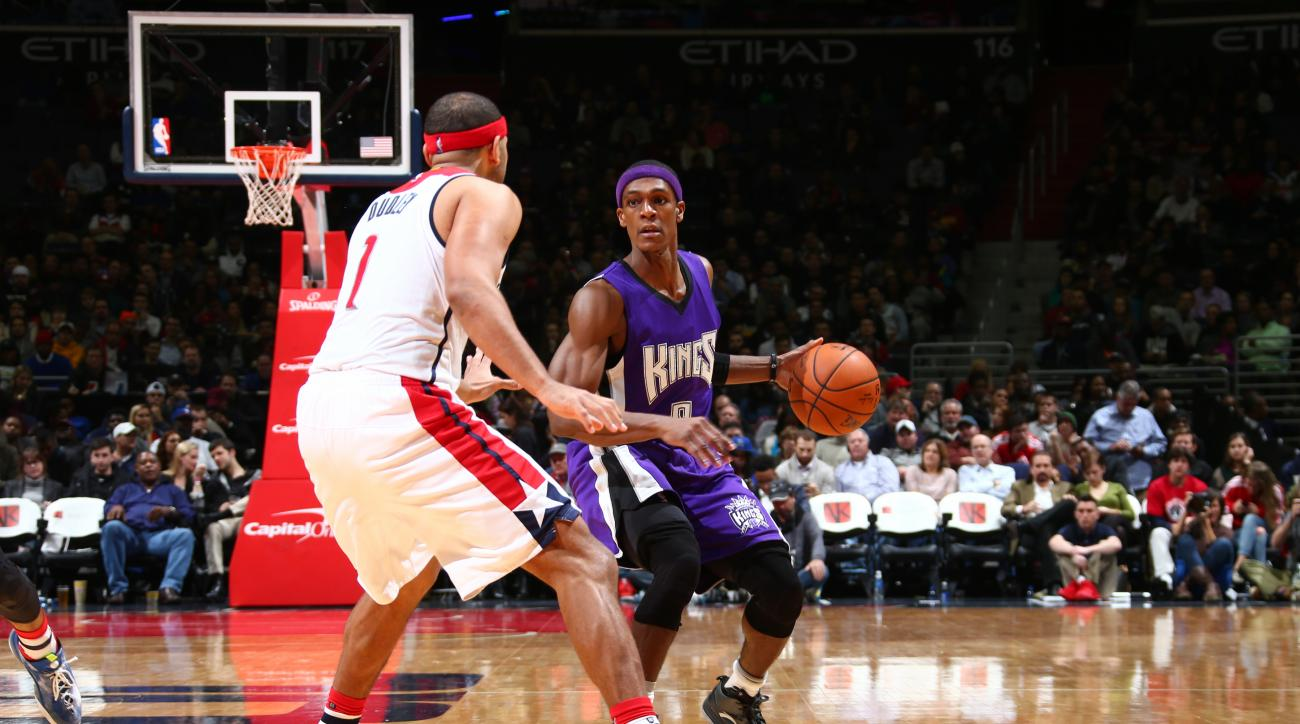 WASHINGTON, DC -  DECEMBER 21: Rajon Rondo #9 of the Sacramento Kings handles the ball against the Washington Wizards on December 21, 2015 at Verizon Center in Washington, DC. (Photo by Ned Dishman/NBAE via Getty Images)