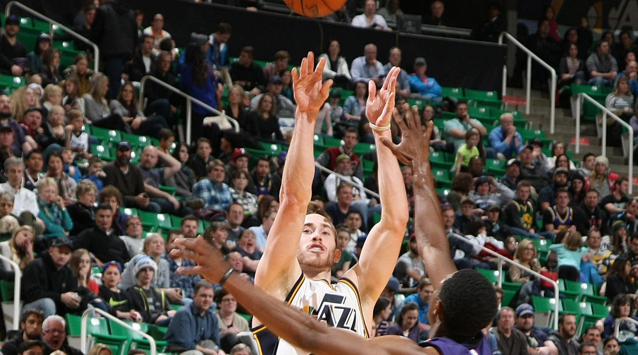 SALT LAKE CITY, UT - DECEMBER 21:  Gordon Hayward #20 of the Utah Jazz shoots the ball against the Phoenix Suns on December 21, 2015 at vivint.SmartHome Arena in Salt Lake City, Utah. (Photo by Melissa Majchrzak/NBAE via Getty Images)