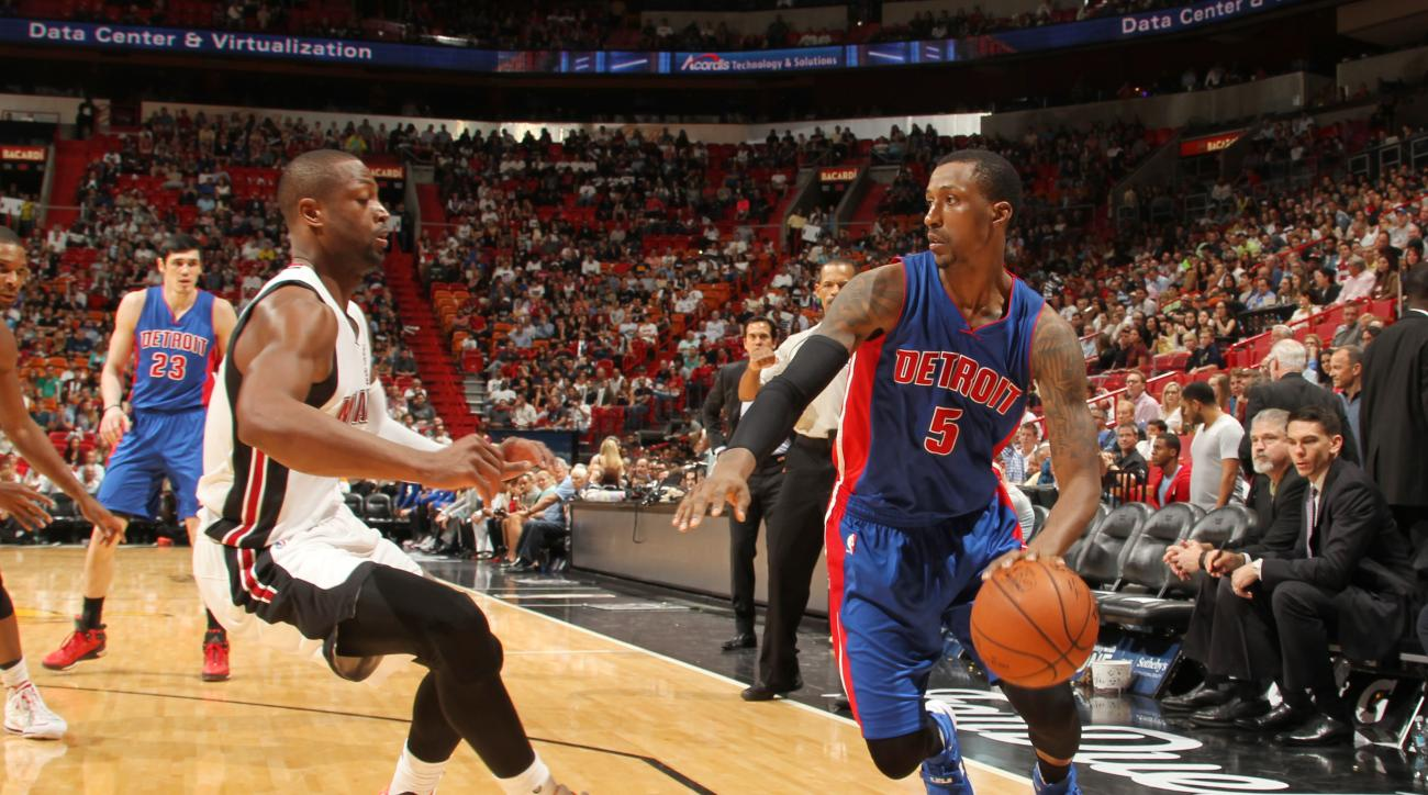 MIAMI, FL - DECEMBER 7: Kentavious Caldwell-Pope #5 of the Detroit Pistons drives to the basket against the Miami Heat during the game on December 22, 2015 at American Airlines Arena in Miami, Florida. (Photo by Issac Baldizon/NBAE via Getty Images)