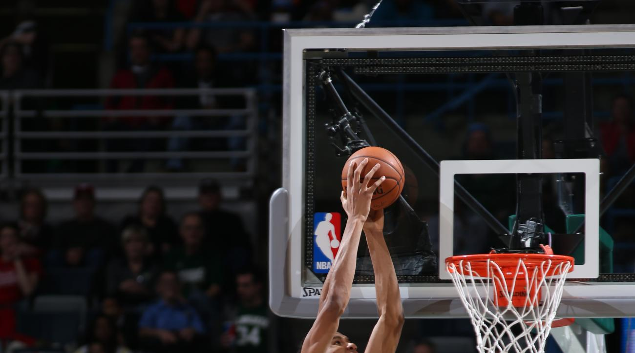 MILWAUKEE, WI - DECEMBER 23:  Giannis Antetokounmpo #34 of the Milwaukee Bucks goes to the basket against the Philadelphia 76ers on December 23, 2015 at the BMO Harris Bradley Center in Milwaukee, Wisconsin. (Photo by Gary Dineen/NBAE via Getty Images)