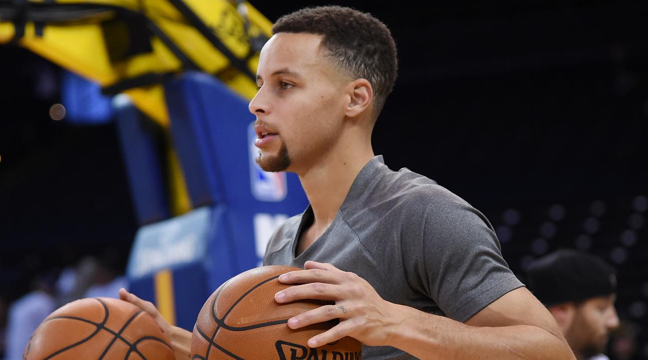 OAKLAND, CA - DECEMBER 25:  Stephen Curry #30 of the Golden State Warriors warms up prior to playing the Cleveland Cavaliers in an NBA basketball game at ORACLE Arena on December 25, 2015 in Oakland, California. (Photo by Thearon W. Henderson/Getty Images