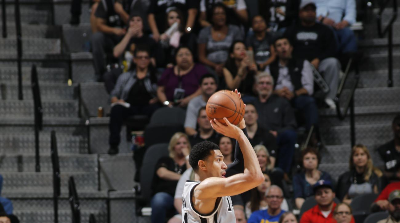 SAN ANTONIO, TX - DECEMBER 26:  Danny Green #14 of the San Antonio Spurs shoots the ball against the Denver Nuggets on December 26, 2015 at the AT&T Center in San Antonio, Texas.
