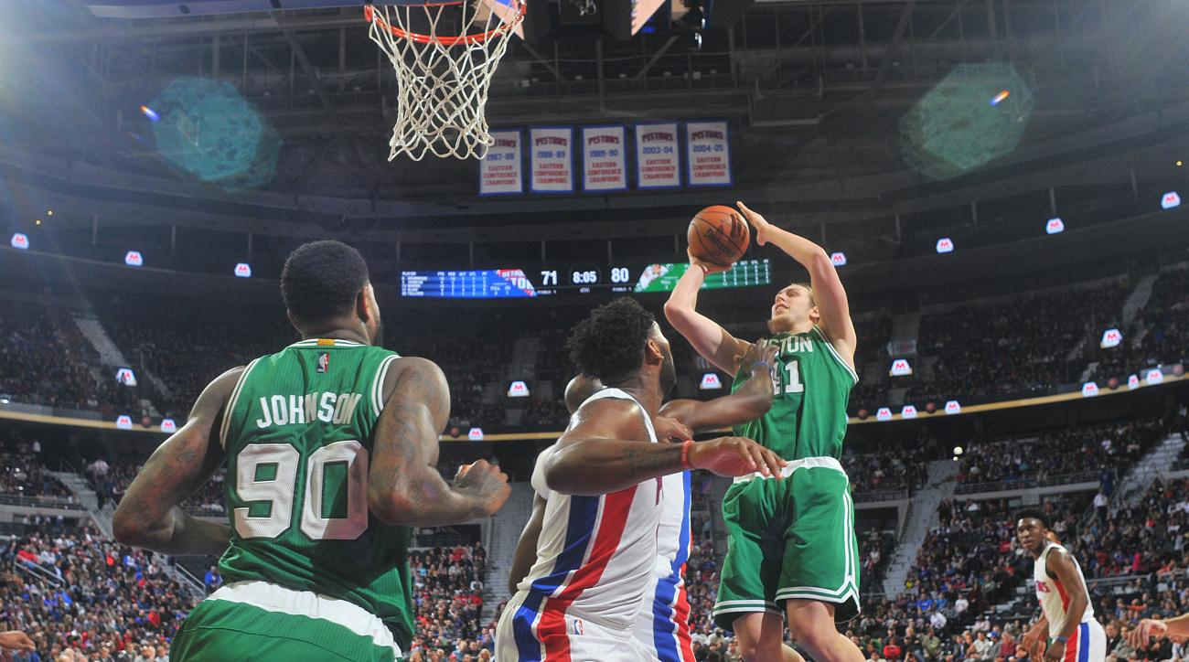 AUBURN HILLS, MI - DECEMBER 26:  Kelly Olynyk #41 of the Boston Celtics shoots the ball against the Detroit Pistons on December 26, 2015 at The Palace of Auburn Hills in Auburn Hills, Michigan. (Photo by B. Sevald/Einstein/NBAE via Getty Images)