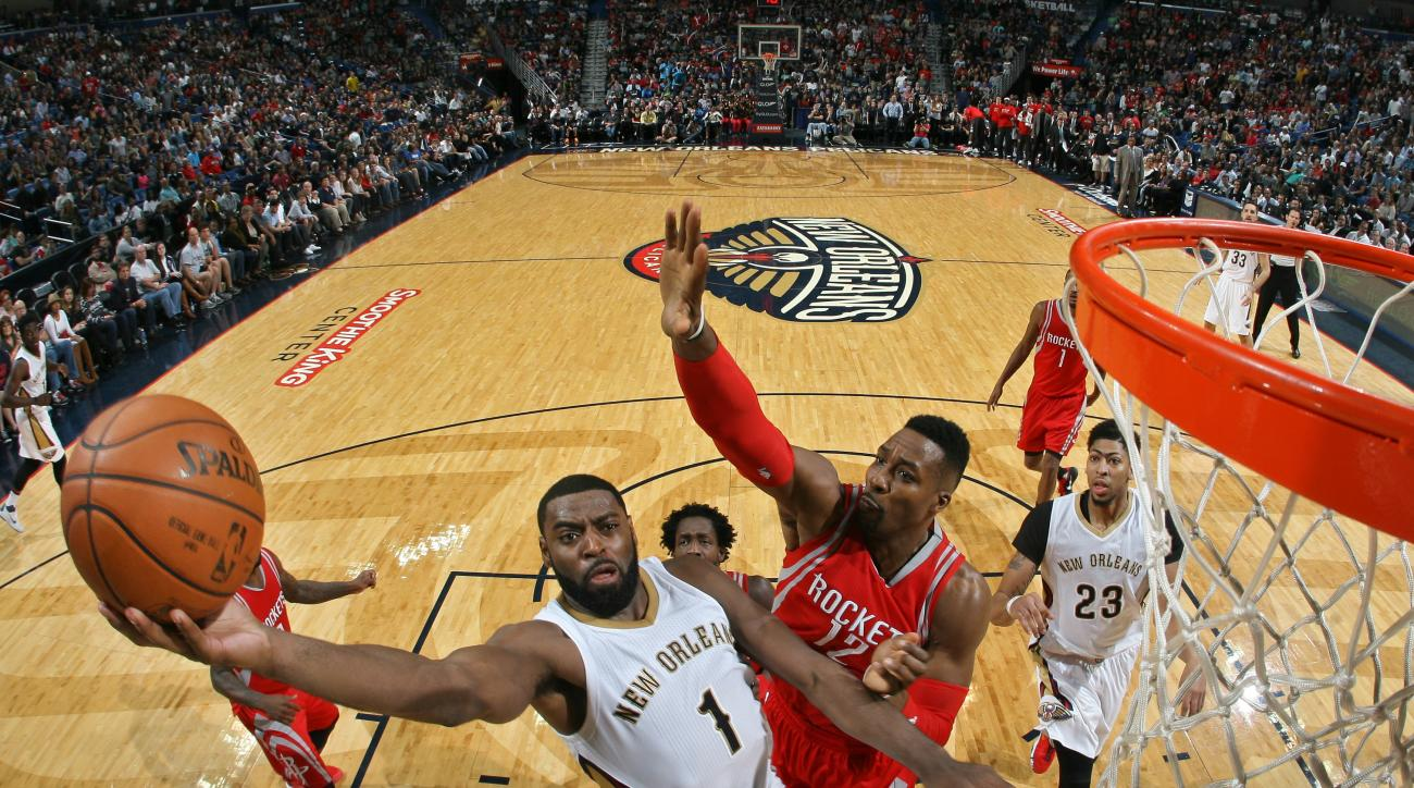 NEW ORLEANS, LA - DECEMBER 26:  Tyreke Evans #1 of the New Orleans Pelicans goes to the basket against the Houston Rockets on December 26, 2015 at the Smoothie King Center in New Orleans, Louisiana. (Photo by Layne Murdoch Jr./NBAE via Getty Images)