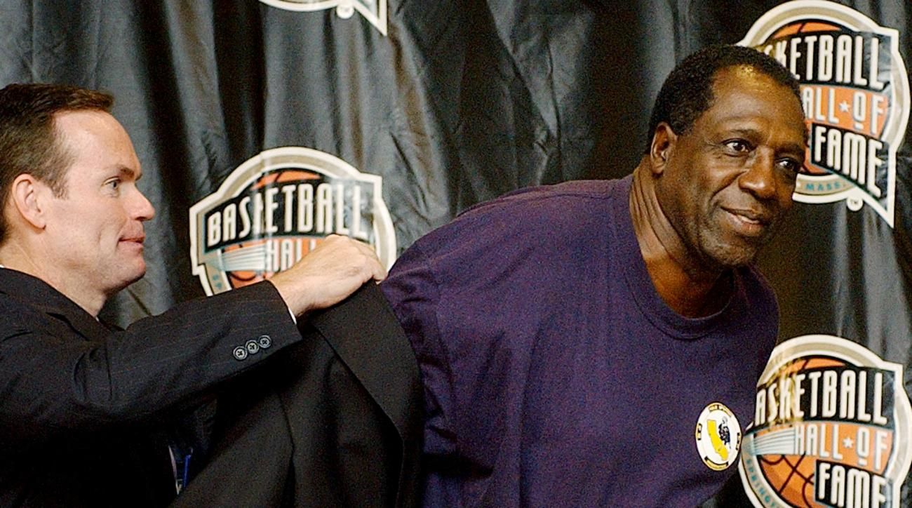 Basketballl Hall of Fame CEO, John Doleva, left, presents a Hall of Fame jacket to inductee Meadowlark Lemon of the Harlem Globetrotters, Friday, Sept. 5, 2003, at the Basketball Hall of Fame in Springfield, Mass. (AP Photo/Michael Dwyer)