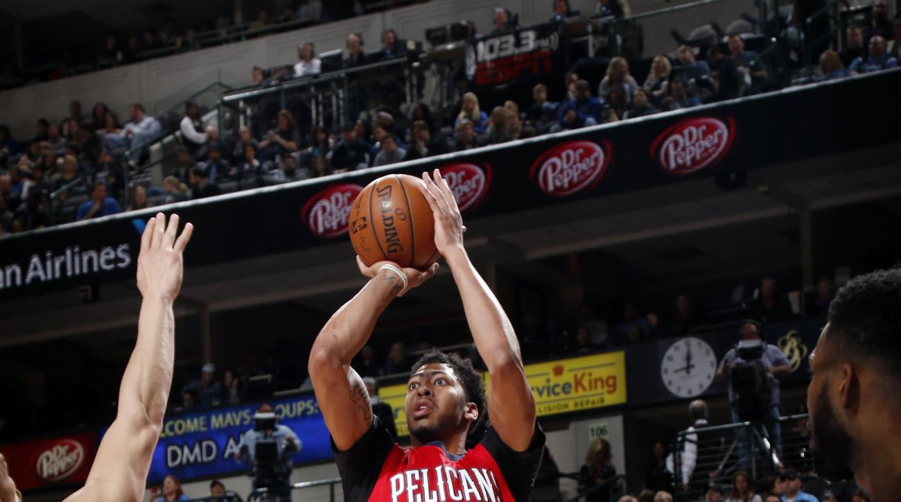 DALLAS, TX - JANUARY 2: Anthony Davis #23 of the New Orleans Pelicans shoots a jumper against the Dallas Mavericks on January 2, 2016 at the American Airlines Center in Dallas, Texas. (Photo by Glenn James/NBAE via Getty Images)