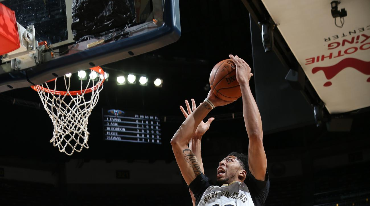 NEW ORLEANS, LA - JANUARY 6:  Anthony Davis #23 of the New Orleans Pelicans shoots the ball against the Dallas Maverickson January 21, 2016 at the Smoothie King Center in New Orleans, Louisiana. (Photo by Layne Murdoch Jr./NBAE via Getty Images)