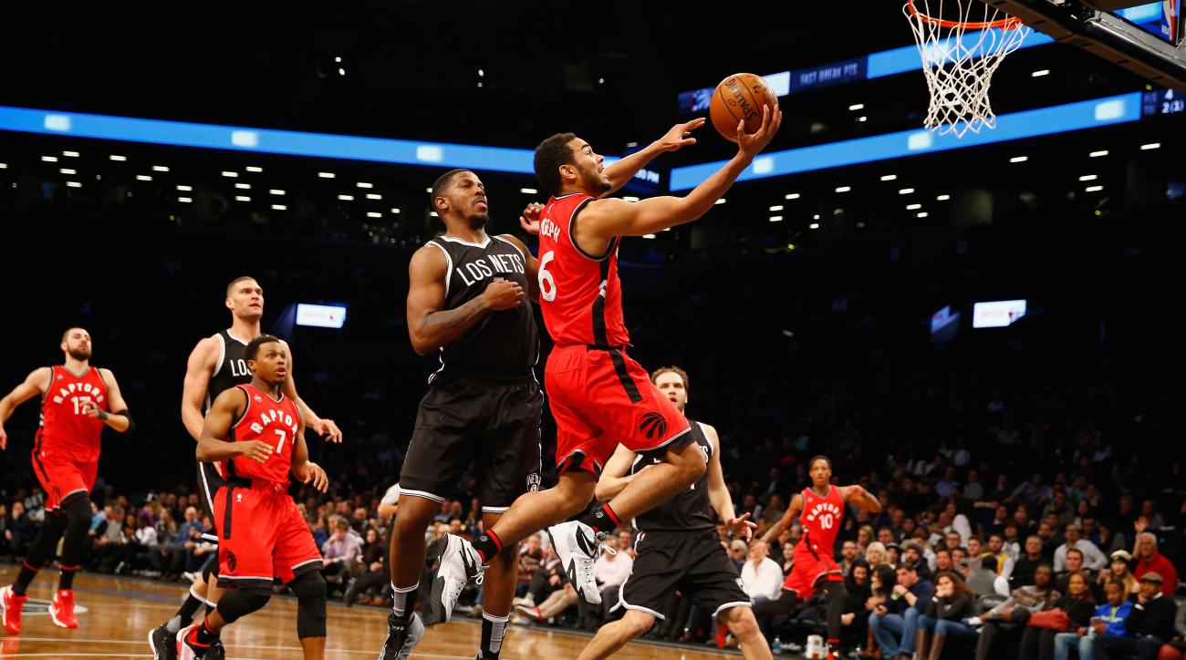 NEW YORK, NY - JANUARY 06:  Cory Joseph #6 of the Toronto Raptors shoots against the Brooklyn Nets during their game at the Barclays Center on January 6, 2016 in New York City.  (Photo by Al Bello/Getty Images)