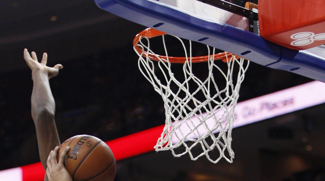 Atlanta Hawks' Mike Scott, right, goes up for a shot as Philadelphia 76ers' Jerami Grant, left, defends during the first half of an NBA basketball game Thursday, Jan. 7, 2016, in Philadelphia. (AP Photo/Chris Szagola)