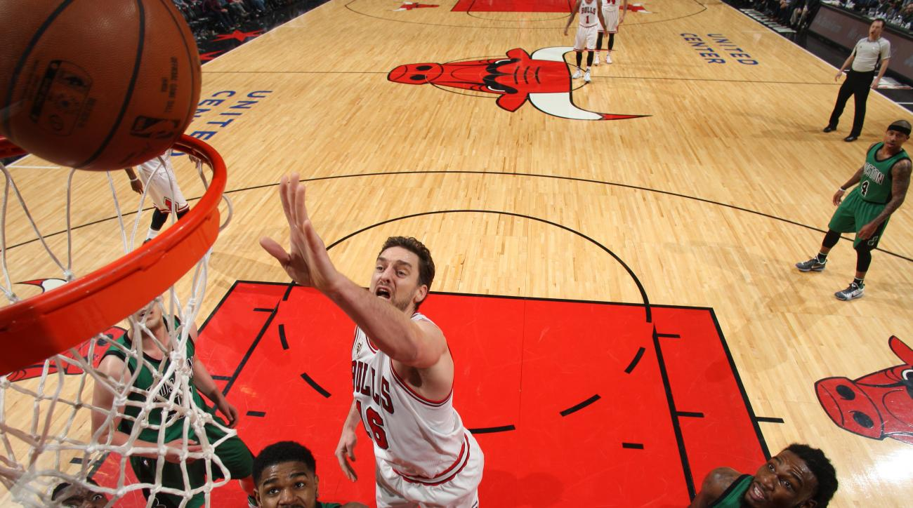 CHICAGO, IL - January 7: Pau Gasol #16 of the Chicago Bulls shoots the ball against the Boston Celtics  on January 7, 2016 at the United Center in Chicago, Illinois. (Photo by Gary Dineen/NBAE via Getty Images)