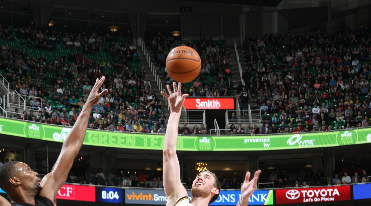 SALT LAKE CITY, UT - JANUARY 9:  Gordon Hayward #20 of the Utah Jazz goes to the basket against the Miami Heat on January 9, 2016 at vivint.SmartHome Arena in Salt Lake City, Utah. (Photo by Melissa Majchrzak/NBAE via Getty Images)